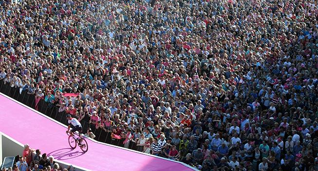 Giro2016 presentation panorama tifosi