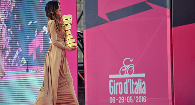 Giro2016 presentation trophy podiet