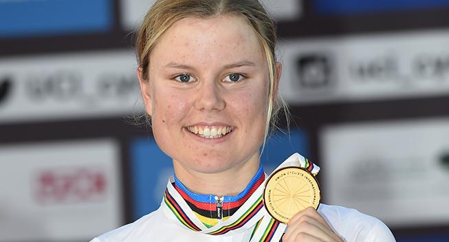 Amalie Dideriksen: Hjemmeboende gymnasieelev i forpligtende striber