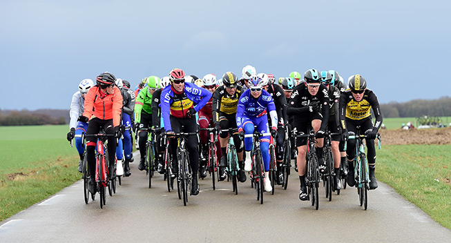 Paris-Nice 1 etape 2017 Peloton