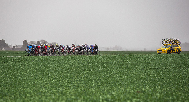 Paris-Nice 3 etape 2017 peloton Mavic bil