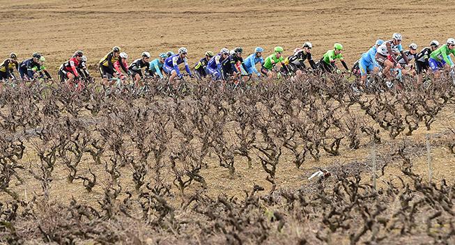 Paris-Nice 5 etape 2017 peloton